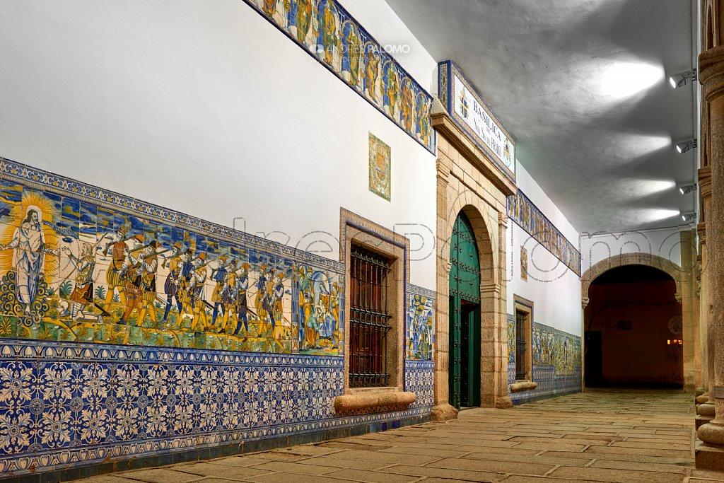 Puerta de la Basílica en perspectiva